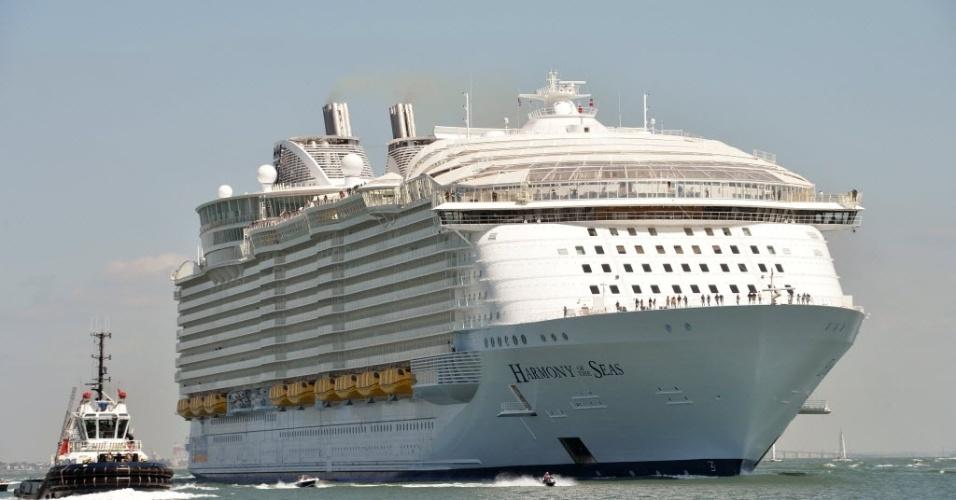 """15.mai.2016 - O """"Harmony of the Seas"""" (""""Harmonia dos Mares"""", em tradução livre), o maior navio de cruzeiro do mundo, tem 362 metros de comprimento e 66 metros de largura. O navio de 227 mil toneladas, no qual foram investidos 1 bilhão de euros, pode abrigar mais de 6.000 passageiros e 2.394 membros da tripulação"""