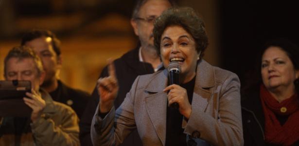 A presidente afastada, Dilma Rousseff, durante evento em Porto Alegre em que criticou o corte de gastos