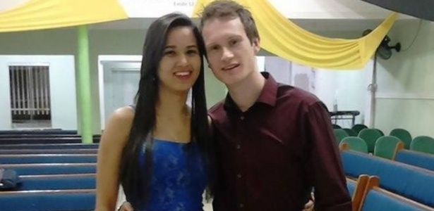 Deiseane Santiago e Simon Ellis se conheceram há mais de três anos pela internet