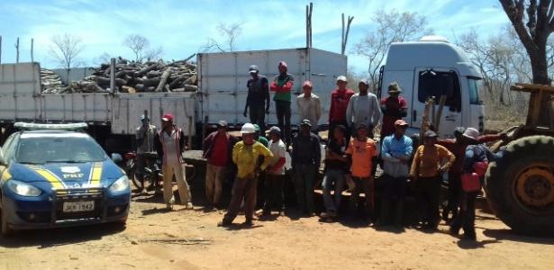 Trabalhadores libertados de fazenda no interior do Piauí. Segundo o Ministério Público do Trabalho, eles estava submetidos a condições análogas às de escravos