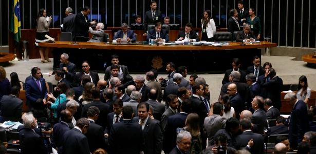 Rodrigo Maia (DEM-RJ) preside sessão da Câmara para discutir a PEC 241