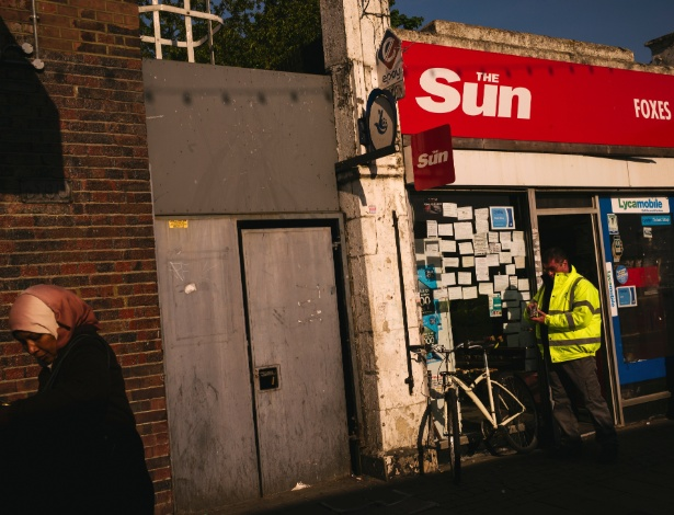 Banca de jornais em Dagenham, em Londres