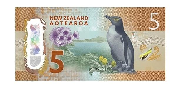 Nova Zelândia: O país da Oceania tem um histórico de homenagear sua vida selvagem no dinheiro. Cada uma das cédulas de dólares neozelandeses da última série lançada tem um pássaro diferente. A de cinco dólares tem um pinguim-de-olho-amarelo