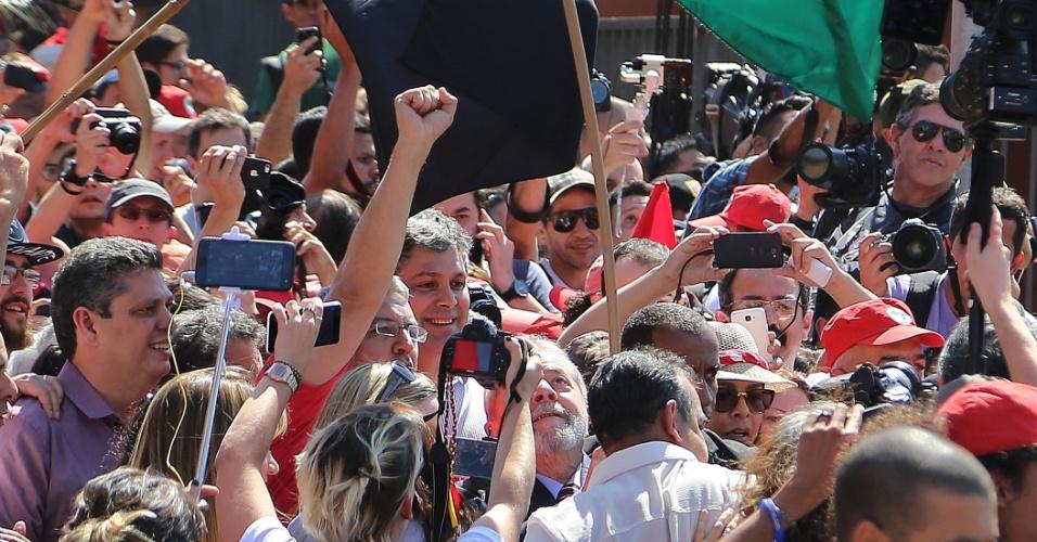 13.set.2017 - O ex-presidente Luiz Inácio Lula da Silva chegou à sede da Justiça Federal, em Curitiba (PR), pouco antes das 14h desta quarta-feira, 13, horário em que estava marcado o depoimento; defesa afirma que ele é inocente de todas as acusações