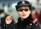 Os óculos de reconhecimento facial da polícia chinesa que identificam suspeitos em tempo real (Foto: AFP)