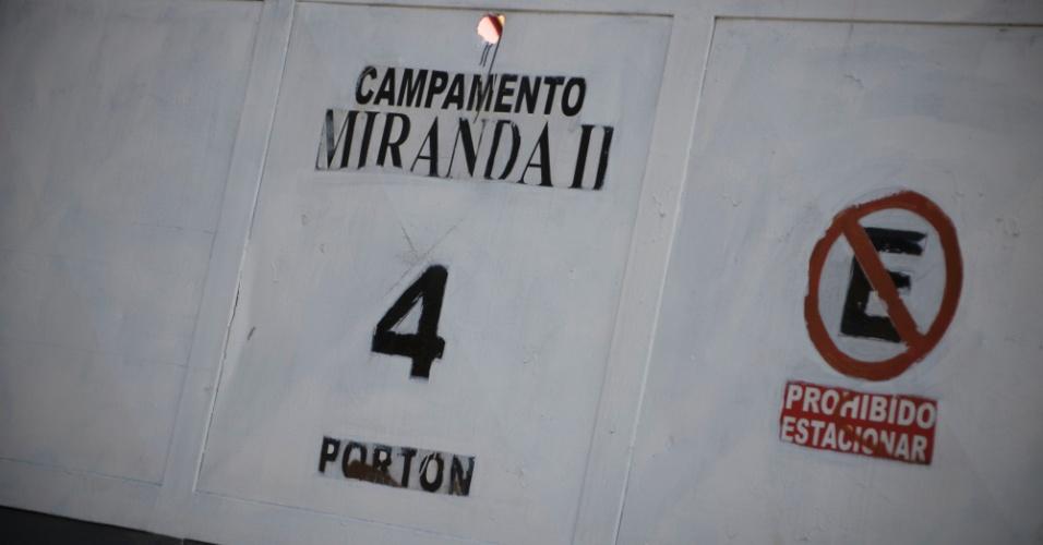 22.mar.2018 - Na estação Miranda II, da Linha 5 do metrô de Caracas, a situação é a mesma: obras incompletas sem prazo de entrega