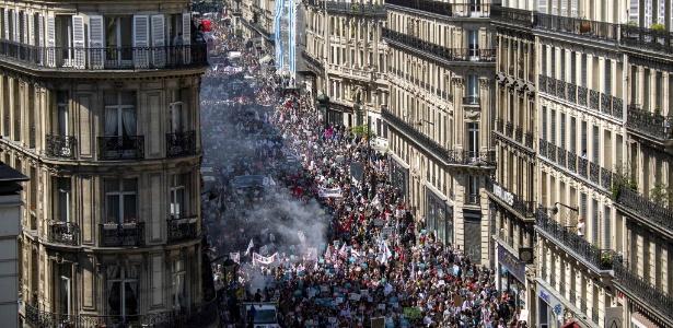 5.mai.2018 - Milhares de franceses protestaram contra o presidente Emmanuel Macron em Paris