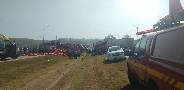 Acidente envolvendo dois caminhões e outros dez veículos aconteceu na rodovia Fernão Dias, em Betim (MG)