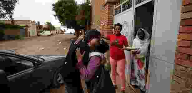 23.jul.2018 - Familiares dão as boas vindas a Addisalem, homem que esteve 18 anos longe da família devido à guerra de Etiópia e Eritreia - Tiksa Negeri / Reuters Wider Image - Tiksa Negeri / Reuters Wider Image