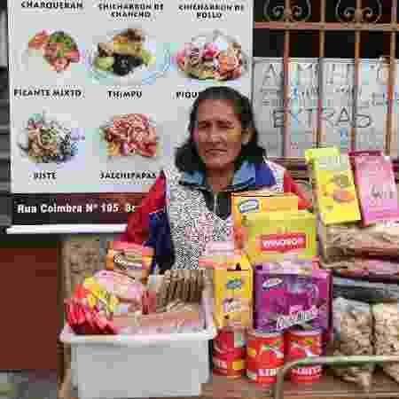 19.05.2014 - Comércio de bolivianos na rua Coimbra, no Brás, em São Paulo - Danilo Verpa/Folhapress