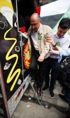 18.set.2018 - O candidato à Presidência da República pelo PSDB nas eleições 2018, Geraldo Alckmin, faz caminhada na região do Brás, no centro de São Paulo, nesta terça-feira