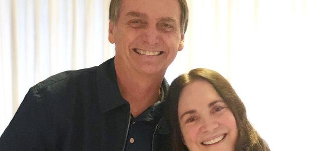 A atriz Regina Duarte visitou o candidato Jair Bolsonaro (PSL) em sua casa no Rio de Janeiro