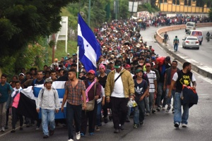 Caravana de migrantes tenta chegar aos EUA (Foto: ORLANDO ESTRADA/AFP)