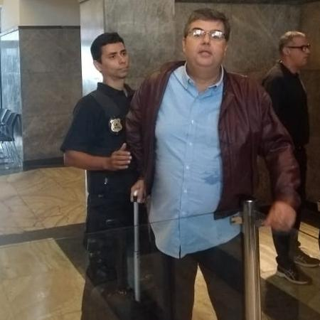 8.11.2018 - O deputado André Correa (DEM) chega à sede da PF no Rio - Gabriel Sabóia/UOL