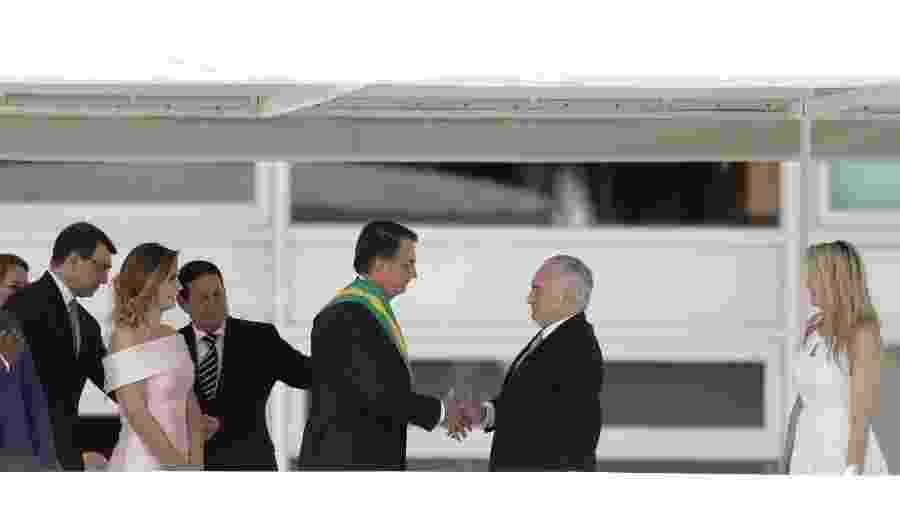 Bolsonaro cumprimenta Michel Temer após receber a faixa presidencial - Pedro Ladeira/Folhapress