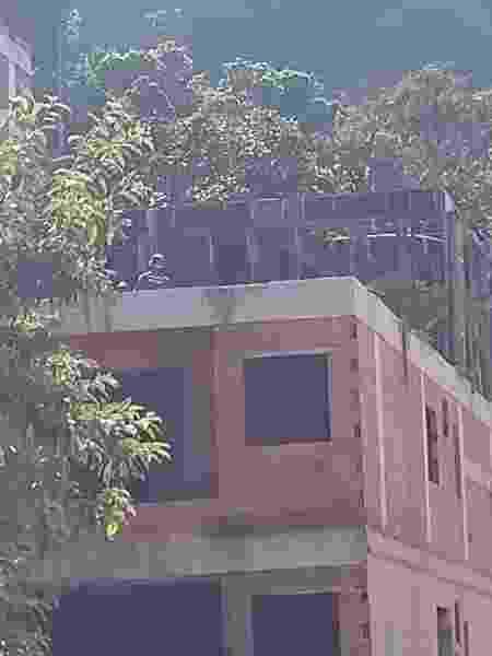 Prefeitura inicia a demolição manual de prédios condenados na comunidade da Muzema - Gabriel Sabóia/UOL