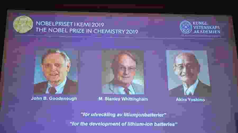 Tela mostra retratos dos ganhadores do Prêmio Nobel de Química de 2019; Goodenough (à esquerda) bateu recorde - Naila Helen Jama/TT News Agency/AFP