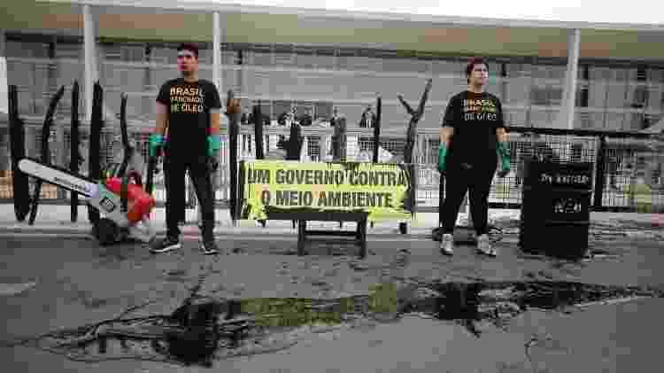 Ativistas em frente ao Palácio do Planalto - Adriano Machado