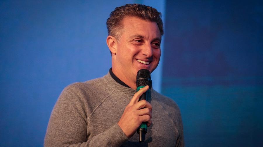 O apresentador Luciano Huck fala durante a Expo Magalu, realizada no Expo Center Norte, na zona norte da capital paulista - Felipe Rau/Estadão Conteúdo
