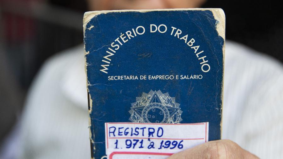 17.set.2019 - José Augusto de Lima, 70. Fila de trabalhadores na 4 edição do Multirão do Emprego ofereceu 5.700 vagas - Danilo Verpa/Folhapress