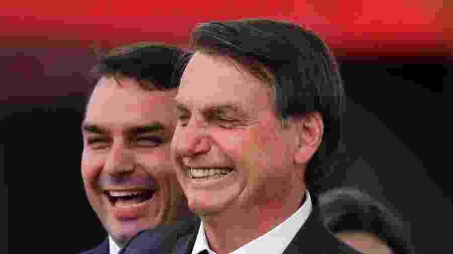 21.nov.2019 - O presidente Jair Bolsonaro e senador Flavio Bolsonaro falam para militantes durante convenção nacional para criação da Executiva Nacional do novo partido Aliança pelo Brasil, no Royal Tulip Brasília Alvorada, em Brasília - FáTIMA MEIRA/FUTURA PRESS/FUTURA PRESS/ESTADÃO CONTEÚDO