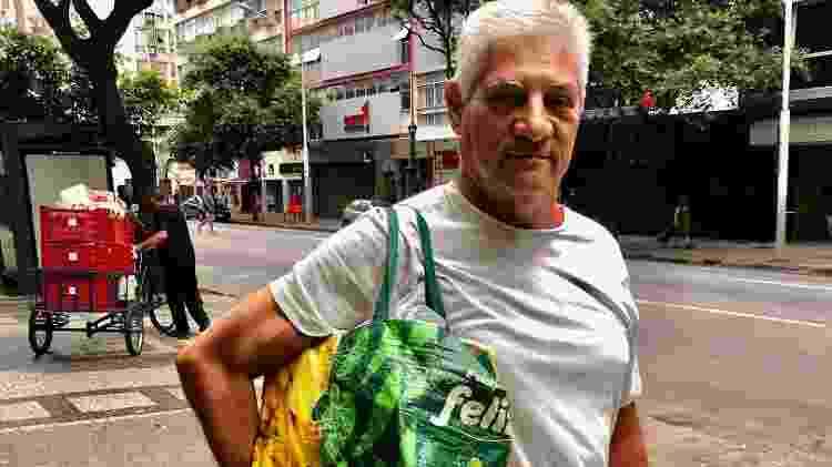 Eleitor arrependido de Bolsonaro, o funcionário público José Humberto Abreu participou do panelaço com vuvuzela - Paulo Sampaio/UOL - Paulo Sampaio/UOL