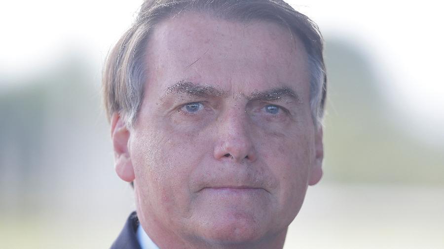 30.mar.2020 - O presidente da República, Jair Bolsonaro, conversa com a imprensa ao sair do Palácio da Alvorada - Dida Sampaio/Estadão Conteúdo