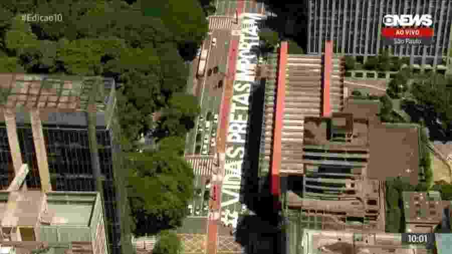 """Artistas pintam inscrição """"Vidas Pretas Importam"""" na Avenida Paulista, em São Paulo - Reprodução/Globonews"""