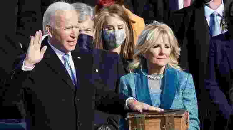 A posse de Joe Biden transcorreu sem grandes incidentes, frustrando as esperanças dos seguidores do QAnon - Reuters - Reuters
