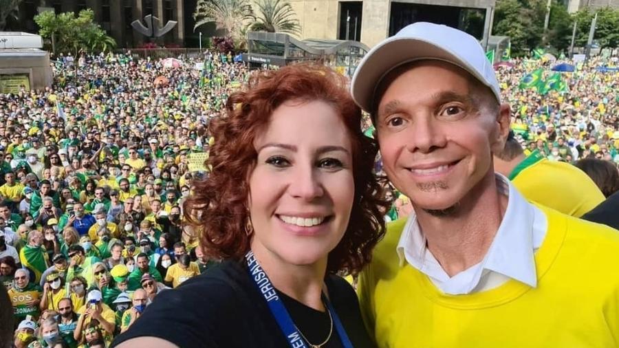 1º.mai.2021 - A deputada federal Carla Zambelli com cantor Netinho em ato pró-Bolsonaro na avenida Paulista - Divulgação