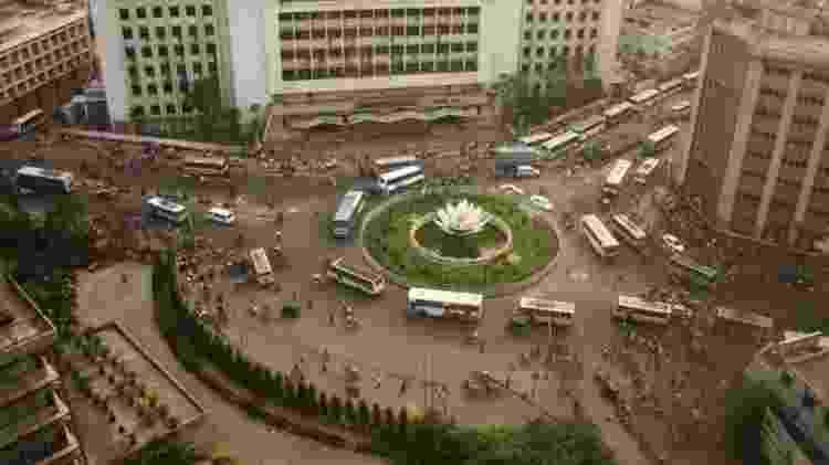Vista da Praça Shapla, no distrito financeiro de Dhaka, de um andar alto do Banco de Bangladesh - Getty Images - Getty Images