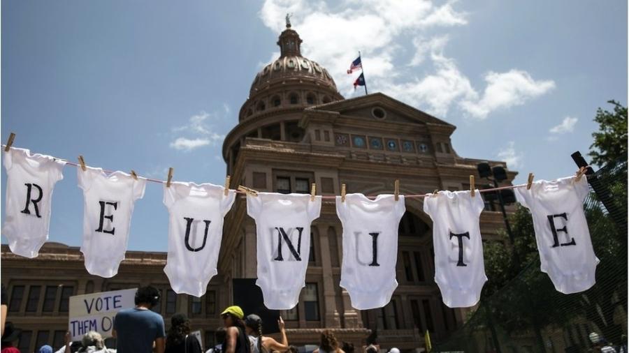 Separação de filhos e pais foi alvo de intensos protestos contra política dos EUA de imigração - Getty Images