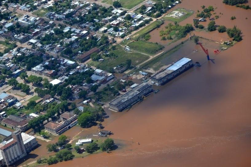 29.dez.2015 - Cidade de Paysandú, no Uruguai, segue sofrendo com inundações após fortes chuvas