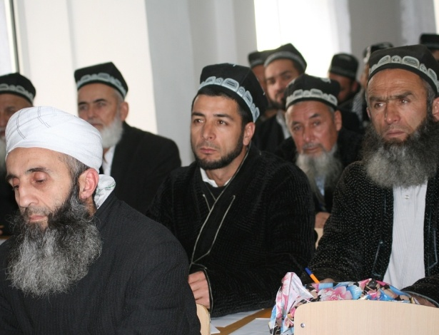 Campanha impõe corta de barba aos tadjiques