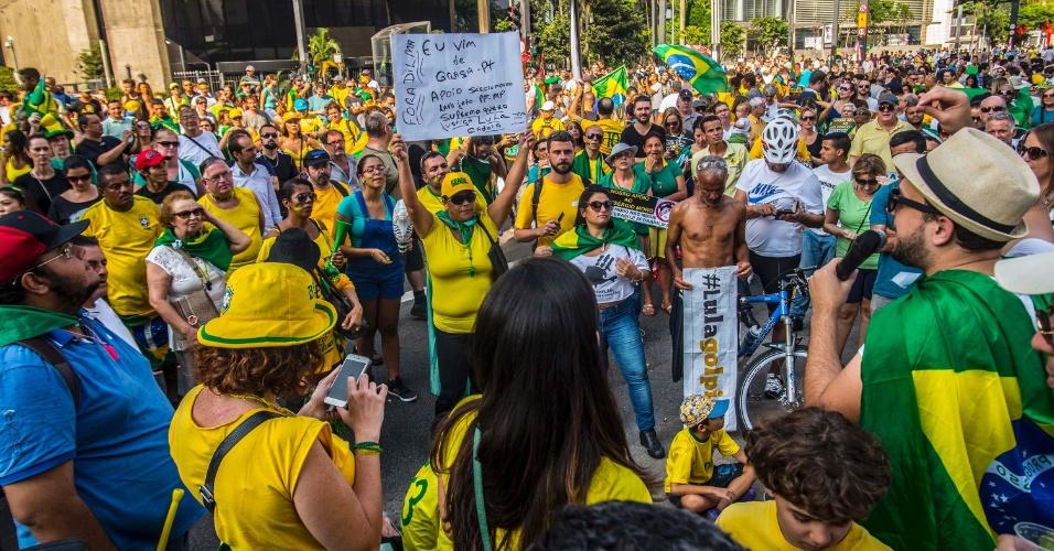 20.mar.2016 - Manifestantes contra o governo Dilma Rousseff se reúnem na avenida Paulista para pedir o impedimento da presidente e contra a nomeação do ex-presidente Luiz Inácio Lula da Silva como ministro