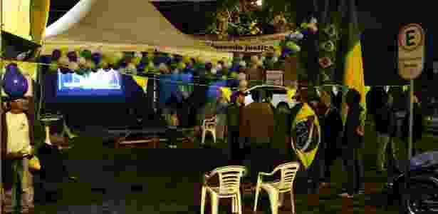 Ato em Curitiba reúne pequeno grupo pró-impeachment - Paulo Lisboa/Brazil Photo Press/Estadão Conteúdo - Paulo Lisboa/Brazil Photo Press/Estadão Conteúdo