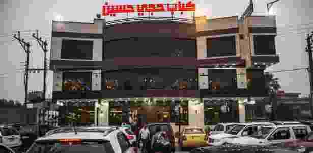 16.jun.2016 - Fachada do restaurante Haji Hussein, em Bagdá (Iraque), que antes era localizado na cidade de Fallujah - Bryan Denton/The New York Times - Bryan Denton/The New York Times