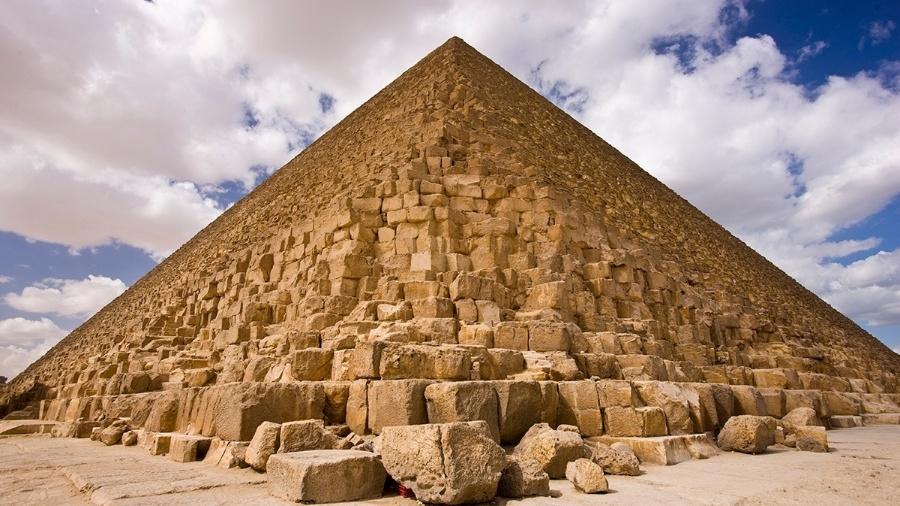 A construção da pirâmide de Gizé, no Egito, começou em 2560 a.C., fazendo dela a mais velha do complexo de pirâmides e a mais antiga das 7 maravilhas do mundo - Michael Melford/National Geographic Creative