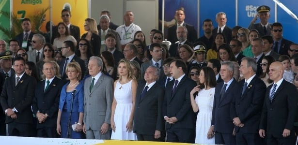 Temer assiste a desfile cívico ao lado de políticos e autoridades - Wilson Dias/Agência Brasil
