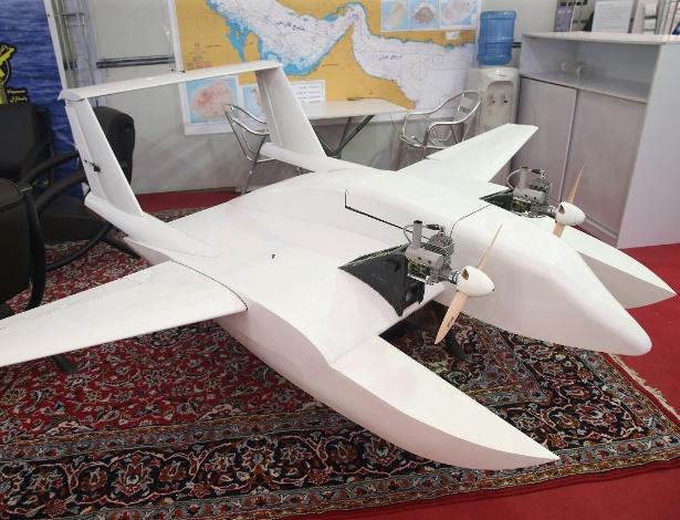 """Objeto apresentado pela Guarda Revolucionária do Irã como sendo um """"drone suicida"""", em Teerã"""
