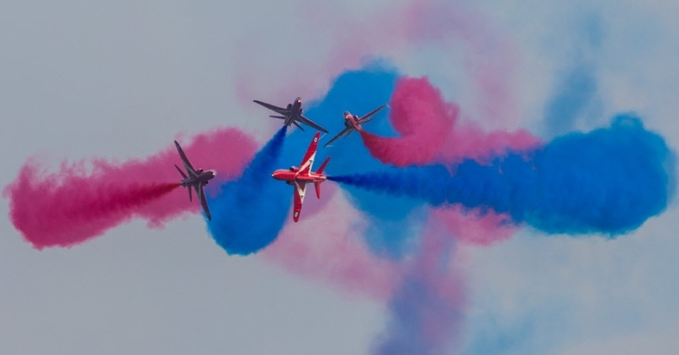 3.nov.2016 - Equipe de exibição Red Arrows, do Reino Unido, faz show aéreo durante um evento internacional na China