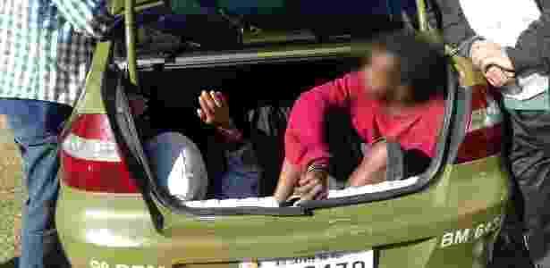 Presos são mantidos dentro de carros da Brigada Militar por falta de lugar em delegacias e presídios  - Divulgação/Brigada Militar - Divulgação/Brigada Militar