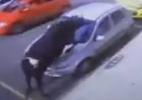 Touro foge de exposição, ataca mulher e danifica carros em MG; assista - Reprodução