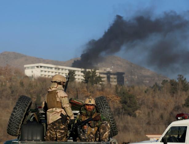 Forças de segurança afegã acabam com certo em hotel de luxo, após 14 horas