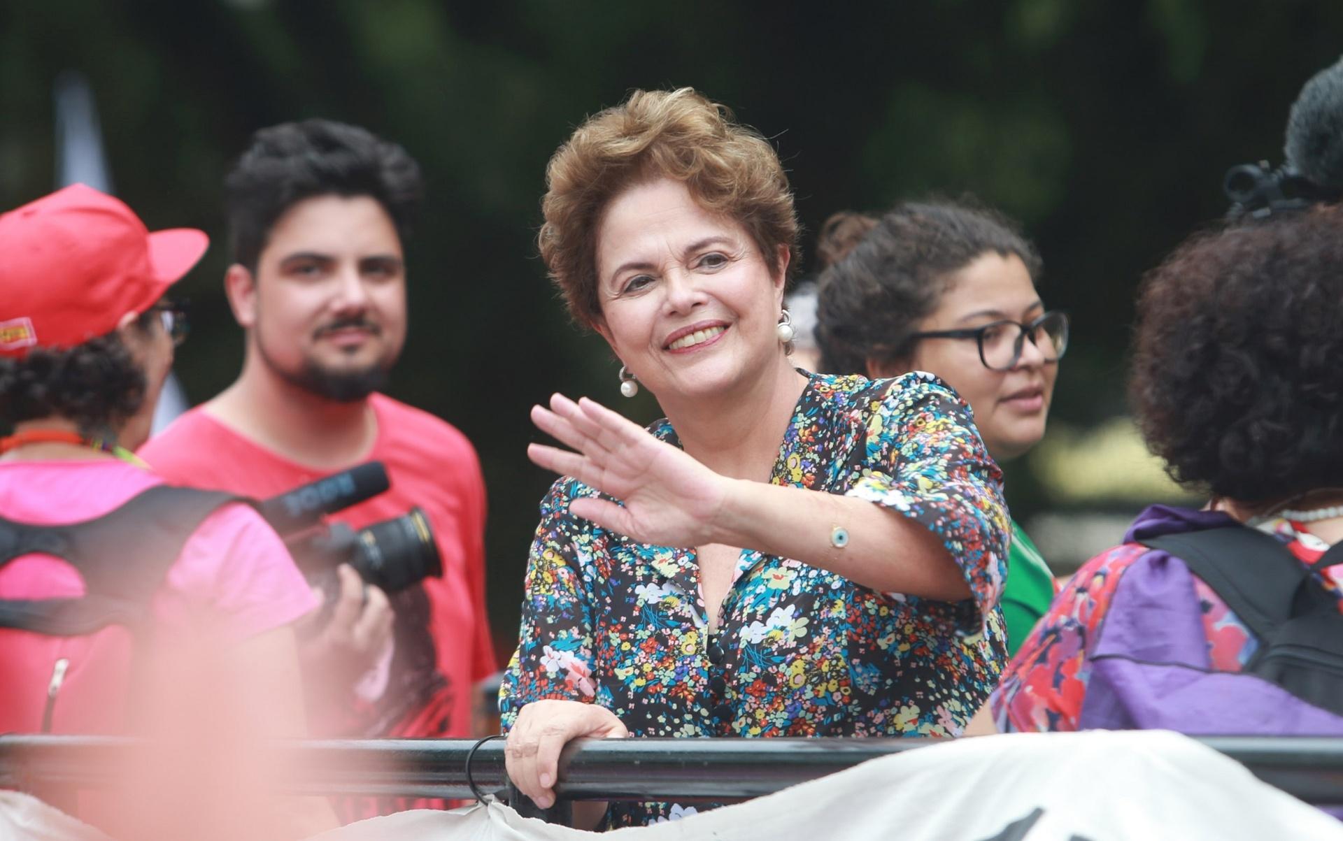 23.jan.2018 -  A ex-presidente, Dilma Rousseff, durante ato promovido pelas mulheres do Partido dos Trabalhadores em defesa do ex- presidente Luiz Inácio Lula da Silva no Centro Histórico de Porto Alegre