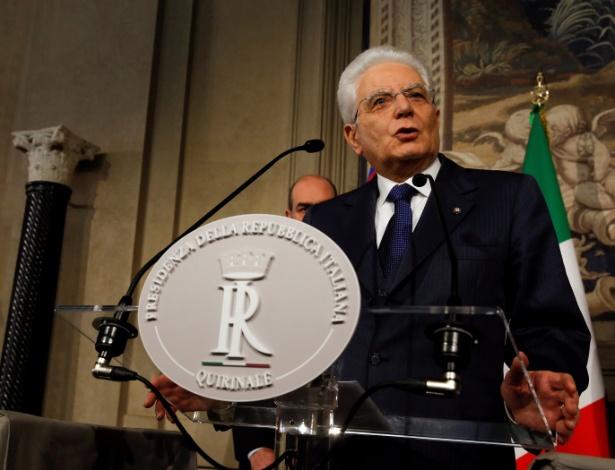 O presidente italiano, Sergio Mattarella, fala com a mídia