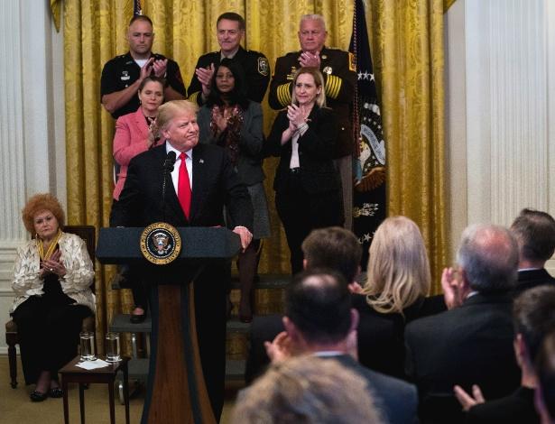 24.out.2018 - Donald Trump faz comentários sobre as bombas que foram enviadas às figuras do Partido Democrata, durante evento na Casa Branca