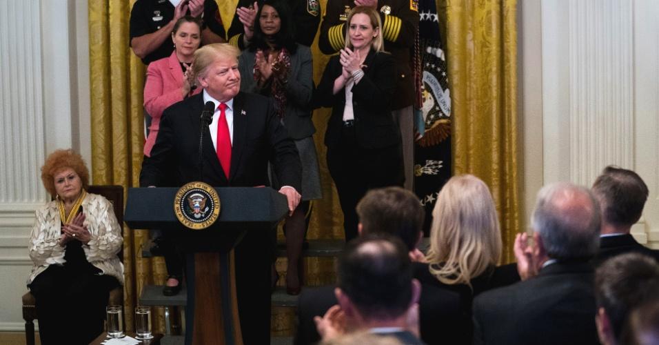 Não parece seguir o próprio conselho | Apesar de pedir união, Trump segue atacando mídia e democratas