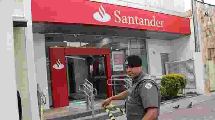 Agência do Santander foi isolada após ataque de quadrilha - Jonny Ueda/Futura Press/Estadão Conteúdo