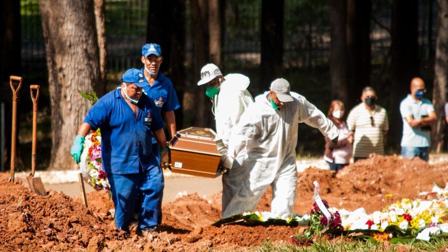 Brasil se aproxima da marca de 400 mil mortes causadas pela covid-19 em toda a pandemia - Roberto Costa/Código19/Estadão Conteúdo